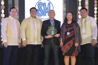 Top 1 Business Taxpayer The SM Store. In photo: Treasury Office Head Mr. Marty Javier, Mayor Ferdie Estrella, The SM Store Assistant Branch Manager Mr. Raymond Anthony Ochoa, The SM Store Accountant Ms. Cristy Carpio and Vice Mayor Cris Clemente.